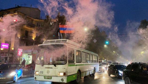 У Єревані знову перекривають вулиці і вимагають відставки прем'єра