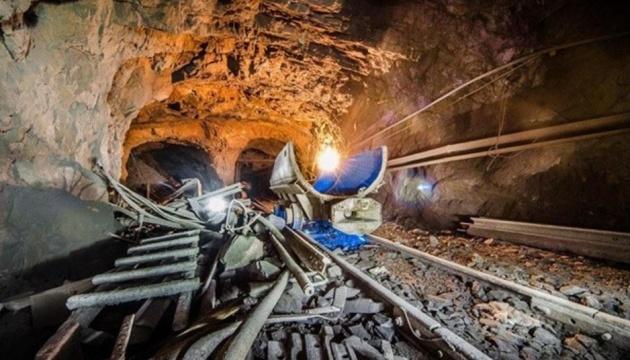 У Кривому Розі на шахті стався обвал ґрунту, врятували трьох шахтарів