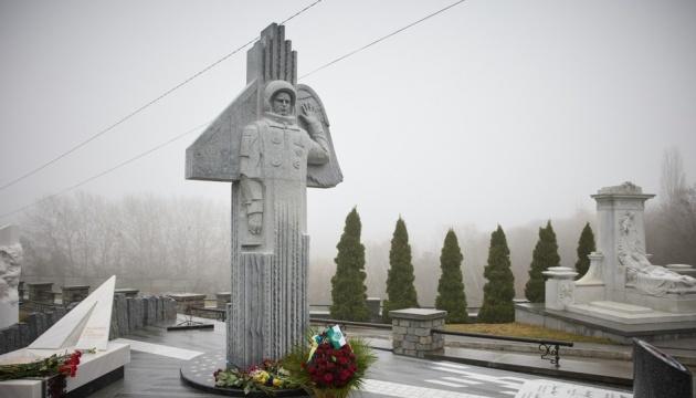 Зеленський узяв участь у відкритті пам'ятника Каденюку