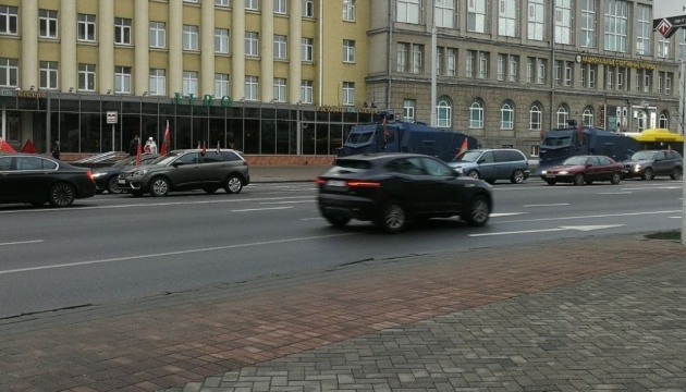 120-й день протестів: у Мінськ стягують автозаки, бронемашини та водомети