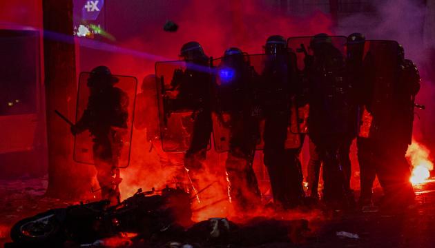 Протести студентів у Туреччині переросли у зіткнення з поліцією