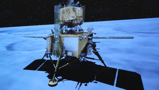 Китайский зонд успешно передал собранные образцы с Луны к орбитальному комплексу