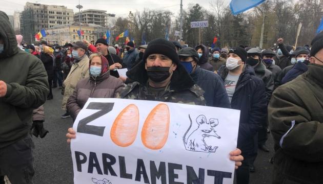 У Кишиневі прихильники Санду вимагають відставки уряду та дострокових виборів