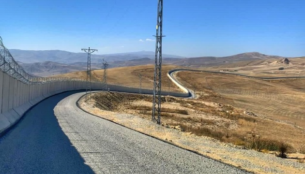 Туреччина звела 81-кілометрову стіну на кордоні з Іраном
