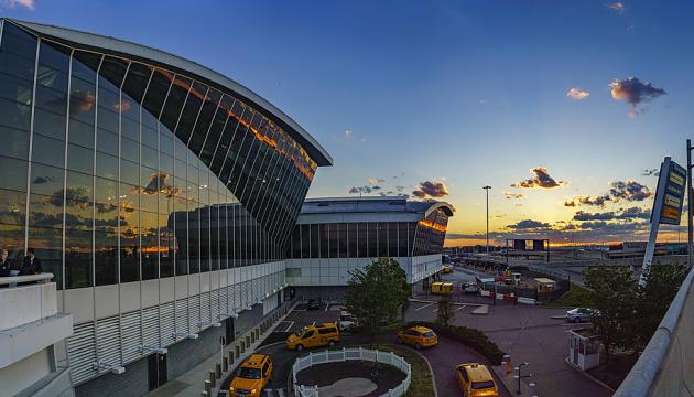 У Нью-Йорку евакуювали пасажирів літака, який прилетів з Москви, через загрозу вибуху
