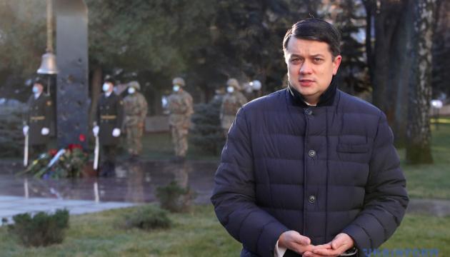 Razumkov: Todas las iniciativas legislativas para recuperar la paz deben coordinarse con las tareas y posiciones defendidas por Ucrania