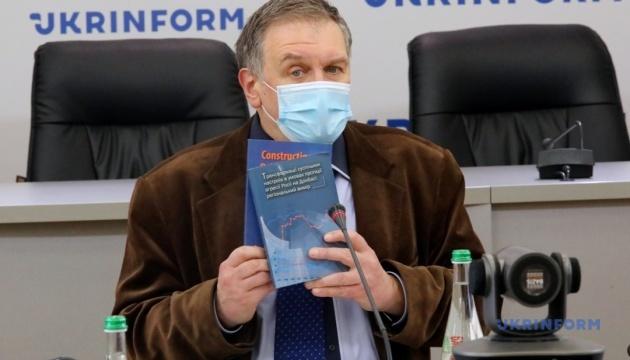 Рік після саміту в Парижі. Як змінилася миротворча політика Президента Зеленського і що про це думають українці