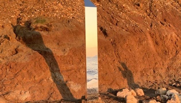 Металлический монолит появился и на британском острове