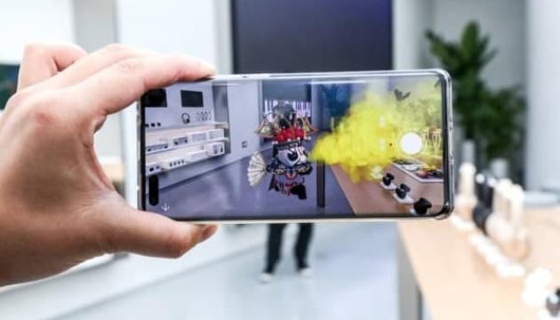 Панда-продавець: Huawei відкрив перший магазин із віртуальним помічником