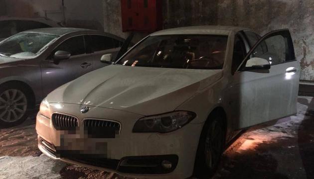 У центрі Одеси в авто на парковці кинули «коктейль Молотова»
