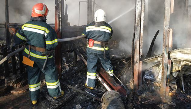 Масштабну пожежу в центрі Полтави ліквідували