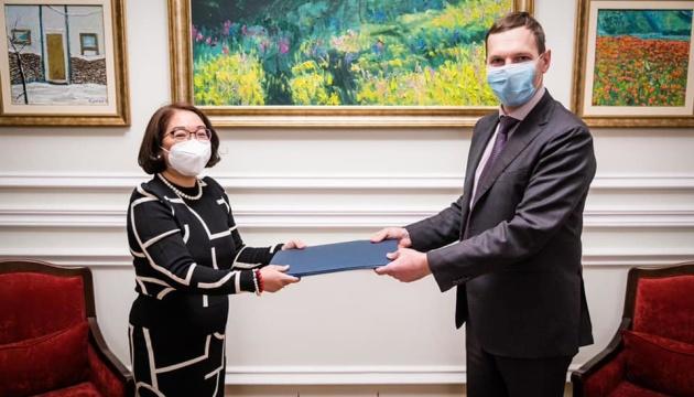 Енин принял копии верительных грамот посла Республики Филиппины в Украине