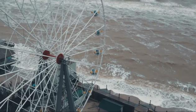 У курортній Кирилівці море розмило берегову лінію й затопило частину баз відпочинку