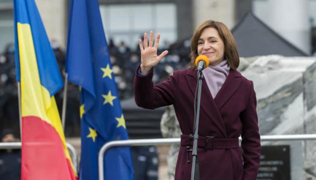 Sandu asume como presidenta de Moldavia y se dirige a los ciudadanos en ucraniano