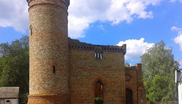 На Чернігівщині відновлюють вежу графів де Бальменів