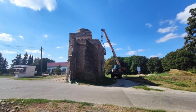 На Черниговщине восстанавливают башню графов де Бальменов