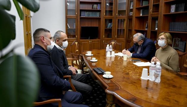 Денісова пообіцяла забезпечити допомогу звільненим з Іраку українцям