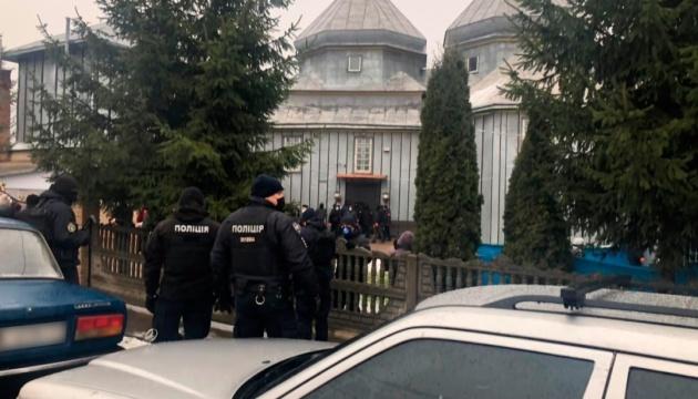 На Буковине две религиозные общины не поделили церковь