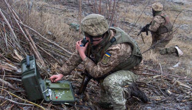Invasores disparan con morteros, lanzagranadas automáticos y antitanque