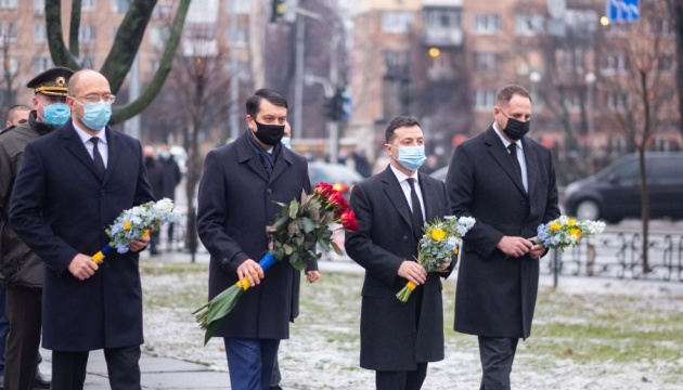 Ukraine leaders honor Chornobyl cleanup workers