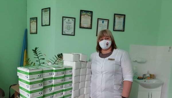 Експрес-тести і маски: лікарням передали медичну допомогу від ОАЕ