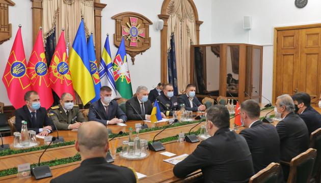 Ucrania y Turquía firman contratos de bienes militares