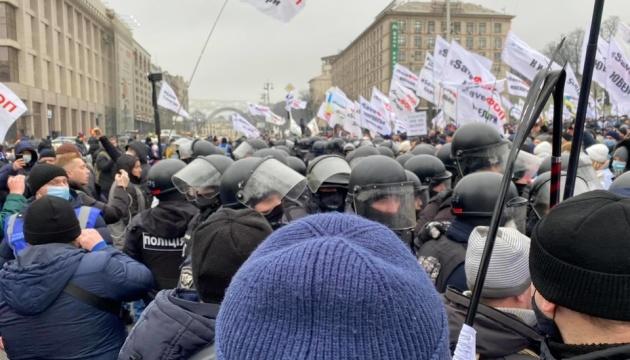 ФЛП пытались установить палатки на Майдане, произошли столкновения с полицией