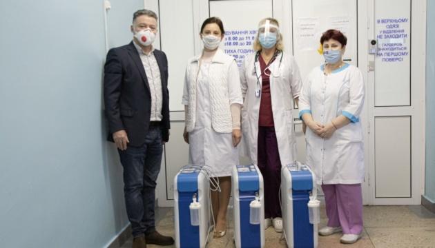 Три київські лікарні отримали кисневі концентратори від Parimatch Foundation