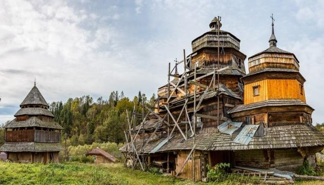 На Львівщині реставрують унікальний храм бойківського стилю