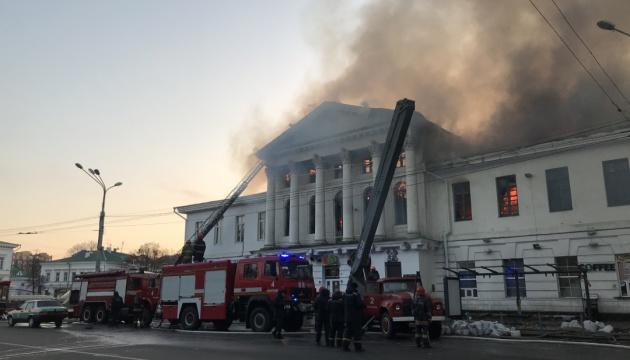 Камера зафіксувала ймовірного палія історичної будівлі у Полтаві