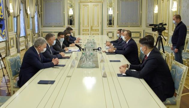 Zelensky se encuentra con los ministros de Exteriores y de Defensa de Turquía