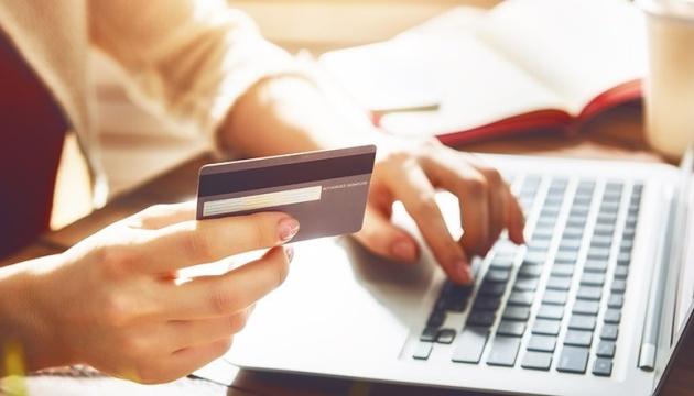 Ощадбанк продлил действие платежных карт переселенцев