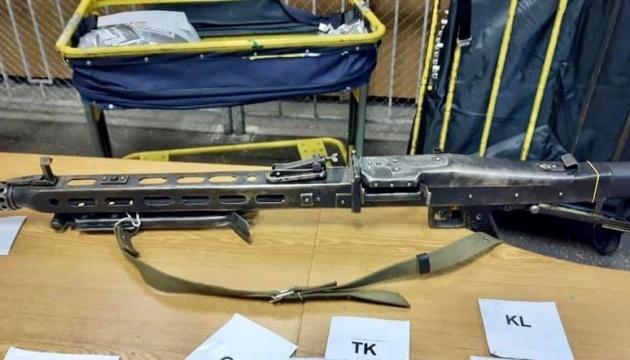 Київські митники виявили у посилці до Франції фашистський кулемет