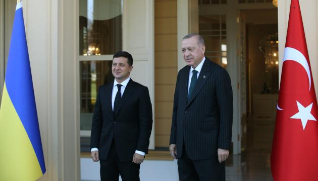 """Ukrainisch-türkische Beziehungen: Präsident Selenskyj begrüßt neues """"Quadriga""""-Format und lädt Erdogan in Kjyiw ein"""