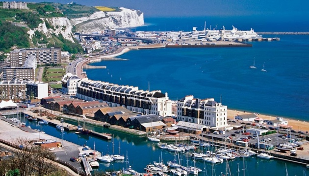Британія заборонила кораблям залишати порт Дувр