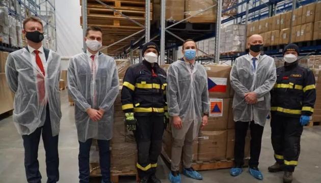 La República Checa entrega a Ucrania ayuda humanitaria para combatir la COVID-19