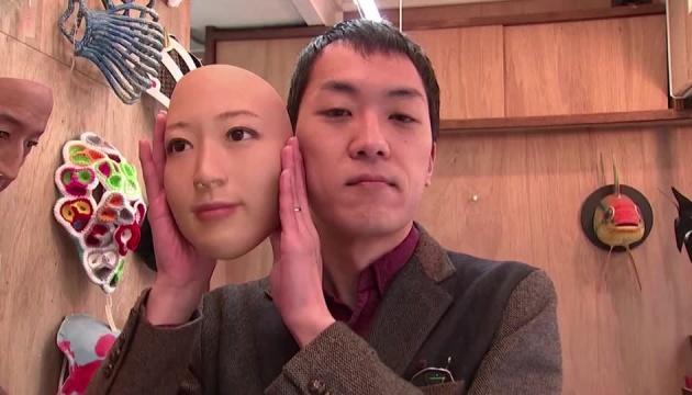 У Японії надрукували гіперреалістичні маски з людськими обличчями