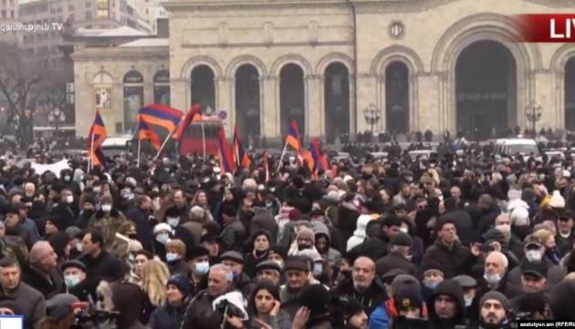 Оппозиция Армении объявила общенациональную забастовку