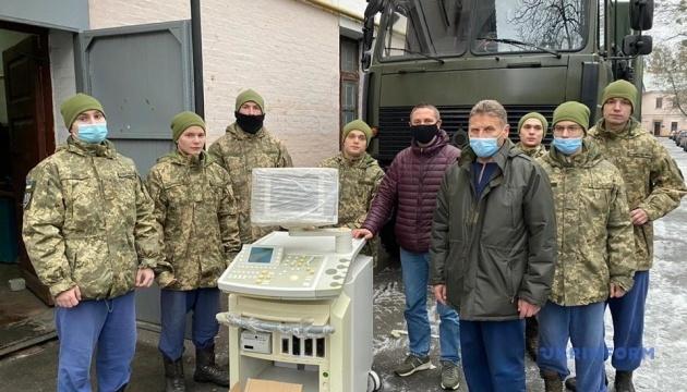Військові медики отримали гуманітарну допомогу від українців у Нідерландах для боротьби з COVID-19