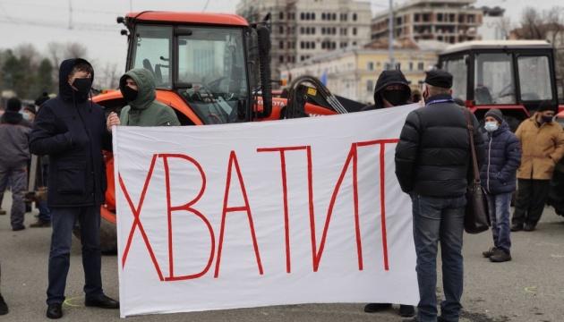 Фермеры в Молдове возобновили протесты и обещают еще больше тракторов под парламентом