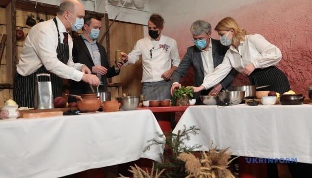 Кулинарный батл чиновников: стало известно, чей борщ - вкусный