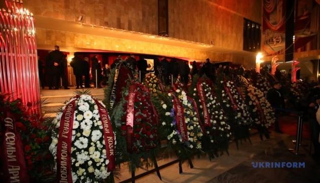У Харкові під час поховання Кернеса невідомі запустили салют