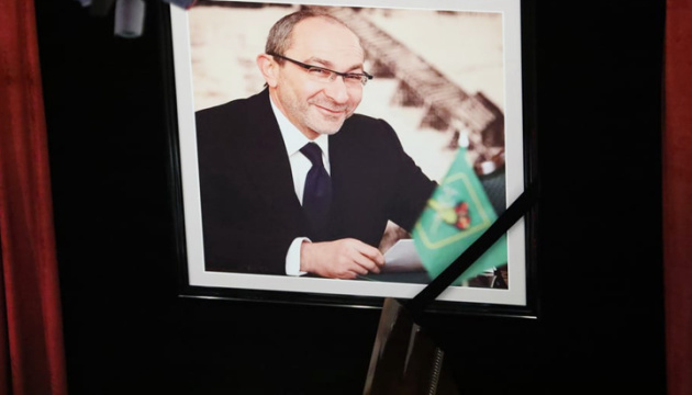 Thousands come to pay respects to late Kharkiv mayor