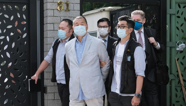 Медіамагната з Гонконгу випустили під заставу