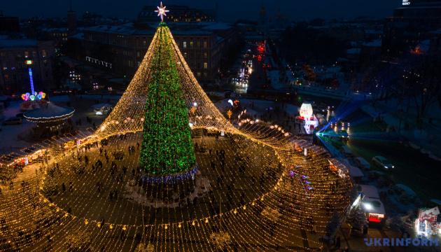 Fêtes de fin d'année et Noël : la place Sophiivska à vol d'oiseau