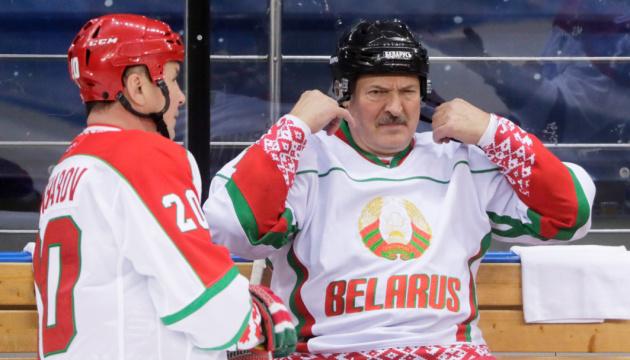 Федерацию по хоккею просят лишить Беларусь права на чемпионат мира