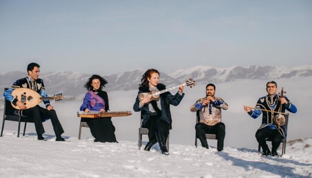 «Щедрик» выполнили на азербайджанских национальных инструментах