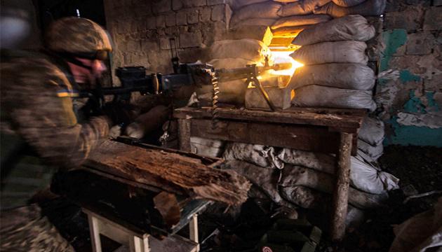 Besatzer beschießen ukrainische Armeestellungen bei Newelske, Awdijiwka und Wodjane