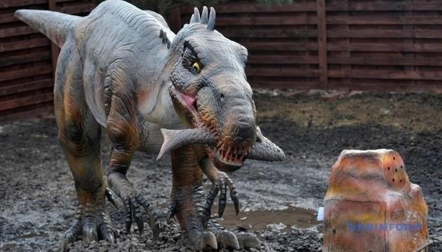 Вінницький зоопарк запрошує «поспілкуватися» з роботами-динозаврами