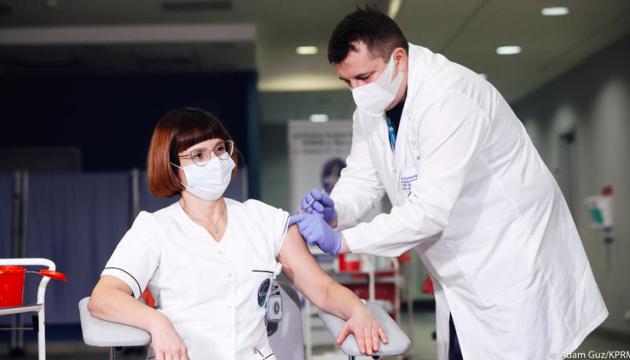 У Польщі розпочалася COVID-вакцинація